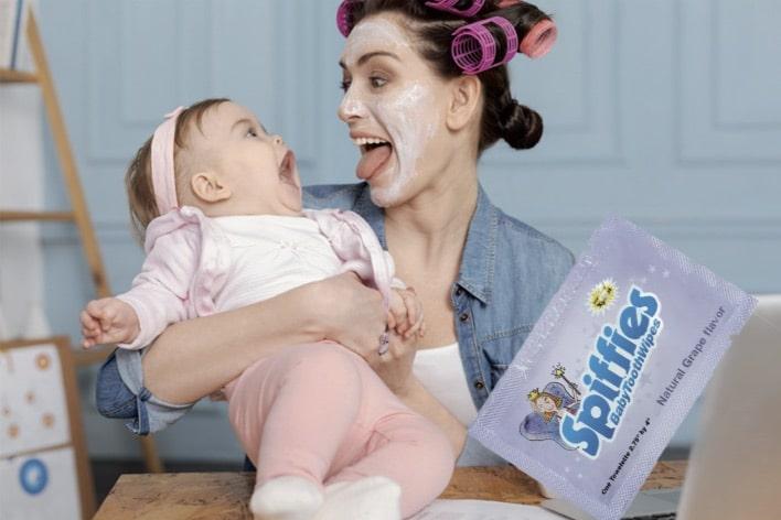Soulagez les poussées dentaires de bébé avec les lingettes Spiffies